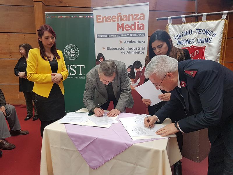 Liceo Naciones Unidas y Universidad Santo Tomás firman convenio de colaboración